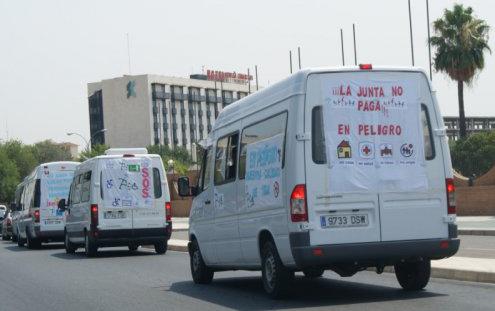 Caravana de FEAPS contra los impagos de la Junta de Andalucía. 20 Julio 2012