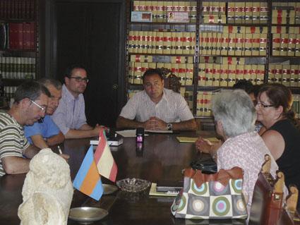 firma-convenio-caritas2012