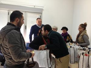 Alcalde_entregando_Cestas_Navidad