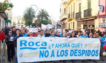 Marcha de los trabajadores de Roca hasta el Ayuntamiento de Mairena del Alcor