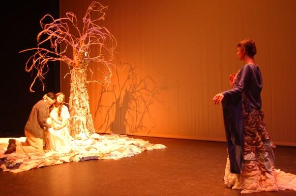 Representación de la obra 'Cuando los árboles susurran'