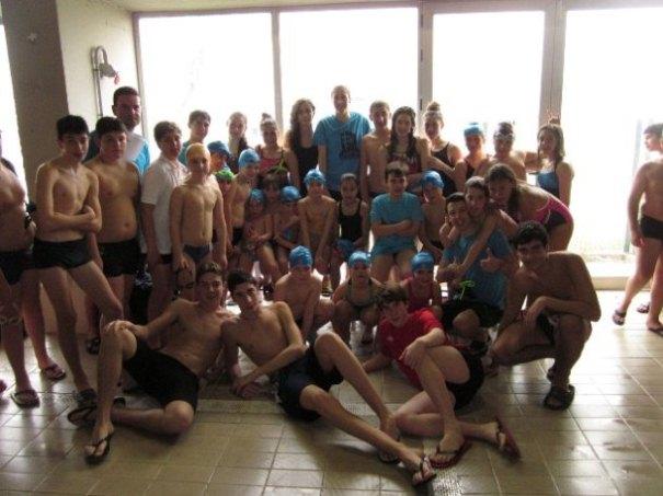 El equipo mairenero, en la final del Circuito Provincial de Invierno de natación