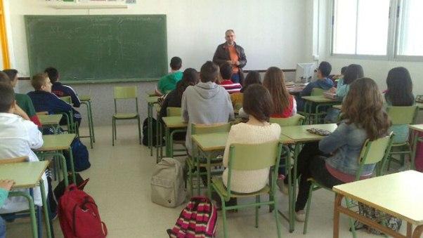 Javier ofrece su testimonio a los alumnos del IES Los Alcores