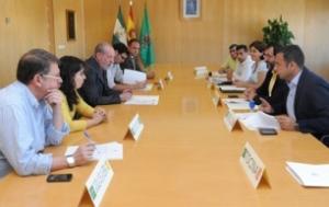 Firma del convenio de Deportes entre el Ayuntamiento de Mairena del Alcor y la Diputación de Sevilla