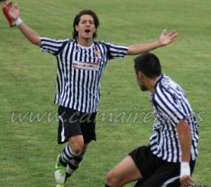 Gabri celebra su gol frente al UE Olot. Fuente: www.cdmairena.es