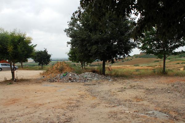 Imagen de los escombros que han sido arrojados en el entorno del Arroyo de los Molinos