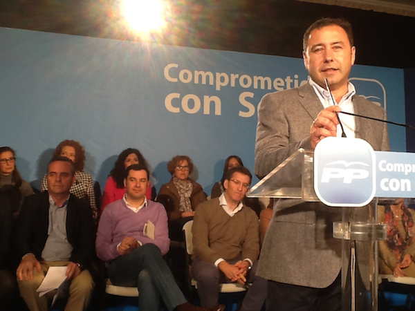 Ricardo en acto con Juanma Moreno_600