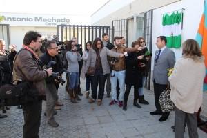Ricardo Sánchez haciendo declaraciones a los medios de comunicación.