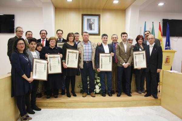 Entrega de Premios Maireneros del Año, donde salen todos los galardonados junto a los representantes del ciudadano