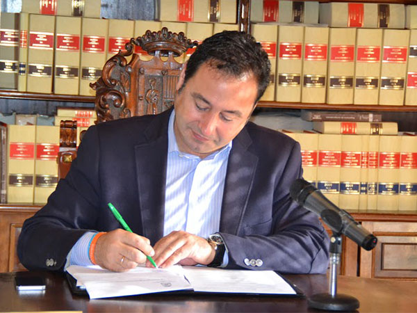 Ricardo Sanchez firma convenio terminacion El Prior