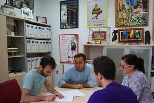 Como novedad incluye el compromiso con el Encuentro Internacional de Teatro Joven
