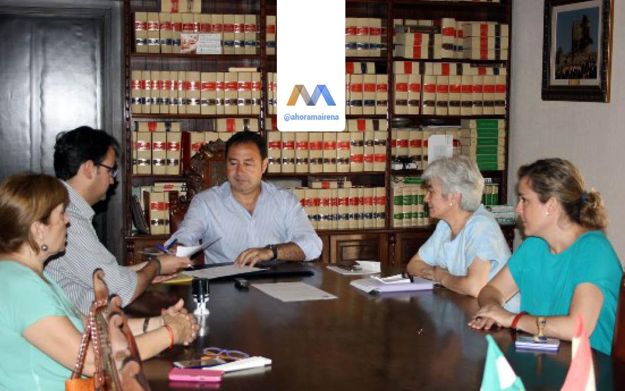 Mairena destina 10.000€ a Cáritas para material escolar de familias necesitadas