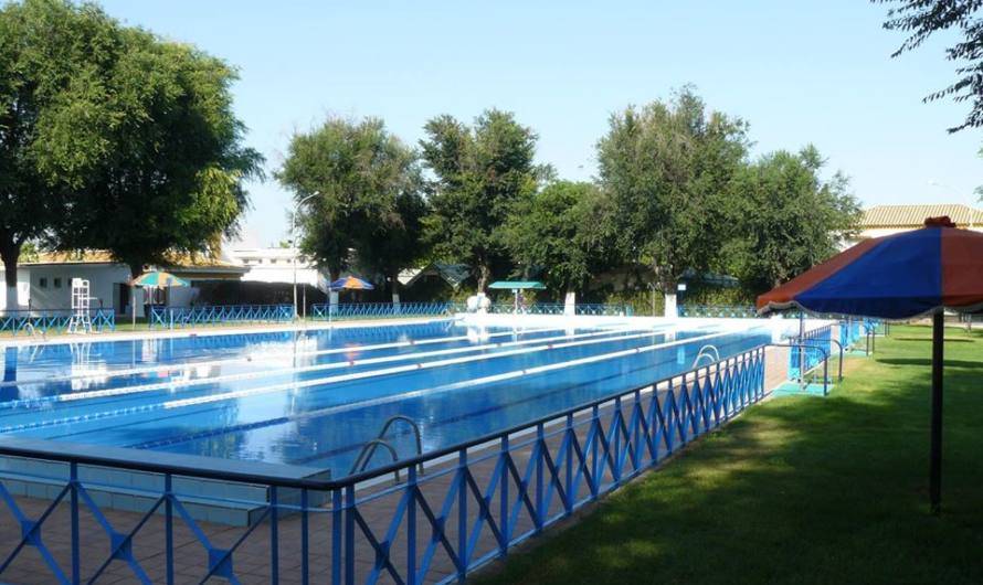 Los Ayuntamientos de Mairena y El Viso mantendrán cerradas las piscinas municipales este verano.