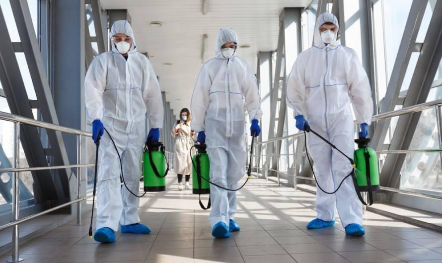 Campaña de desinfección, desinsectación y desratización en la red de alcantarillado de Mairena