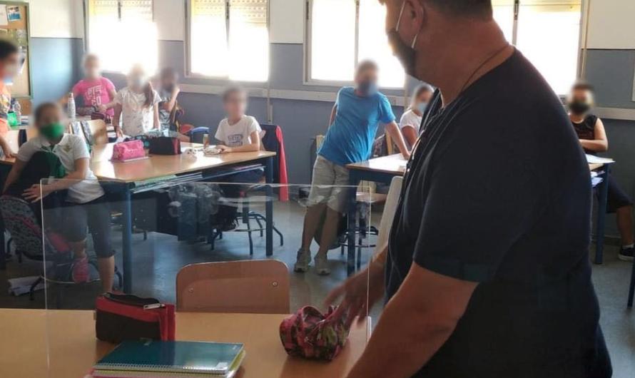 El Ayuntamiento instala mamparas en los colegios de Mairena