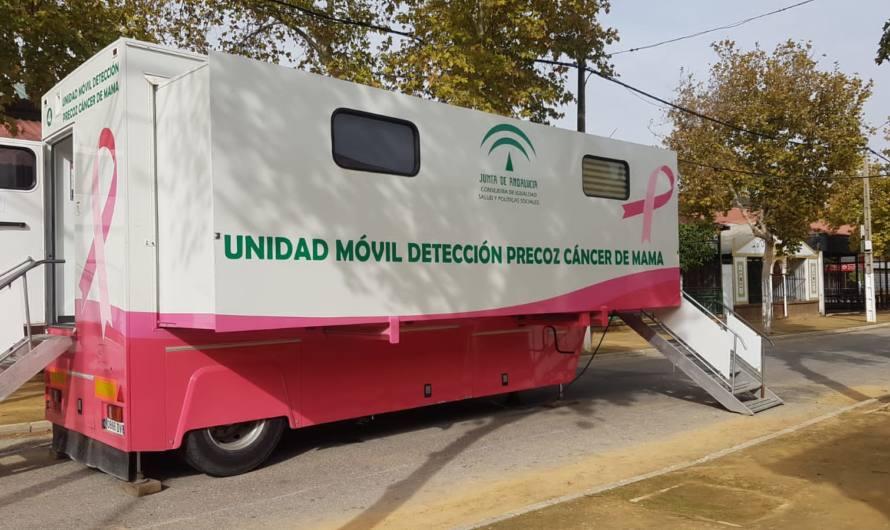 El autobús para la detección precoz del cáncer de mama estará en Mairena hasta diciembre