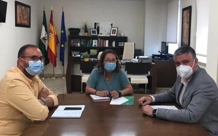 El Alcalde se reúne con la delegada territorial de salud para mejorar los servicios del CARE